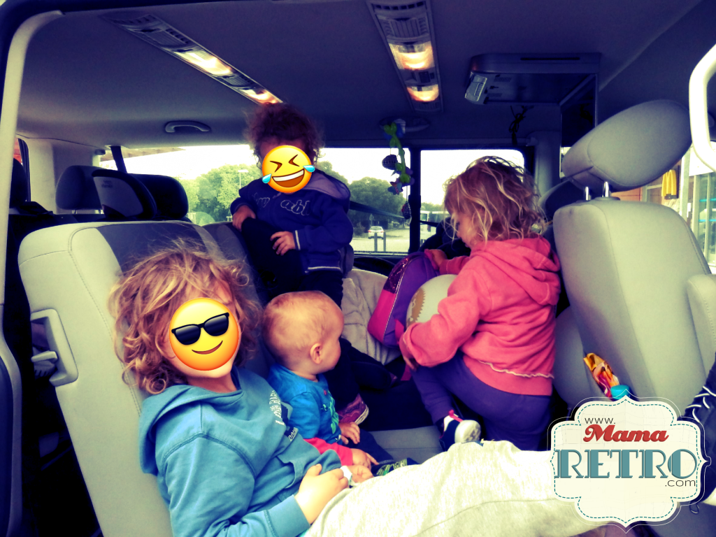 Estirar las piernas es importante en viajes largos en coche